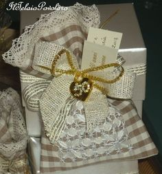 Gingham, Gift Wrapping, Blog, Gifts, Hardanger, Embroidery, Photos, Gift Wrapping Paper, Favors