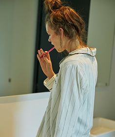 パジャマ(ストライプ) Relaxed Outfit, Blue Shirt Dress, Professional Look, White V Necks, Female Poses, Fashion Sketches, Lounge Wear, Spring, Clothes For Women