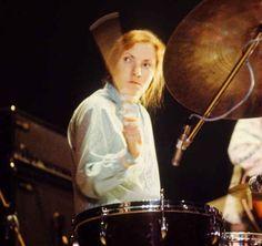 Maureen Tucker, former drummer of The Velvet Underground Maureen Tucker, The Velvet Underground, Girl Drummer, Female Drummer, Thomas Bangalter, Daft Punk, Hip Hop Drum, Drums Girl, Awesome Definition