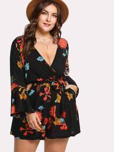 To find out about the Plus Trumpet Sleeve Floral Wrap Romper at SHEIN, part of our latest Plus Size Jumpsuits ready to shop online today! Plus Size Jumpsuit, Plus Size Romper, Plus Size Shorts, Plus Size Outfits, Short Jumpsuit, Curvy Fashion, Plus Size Fashion, Pola Lengan, Look Plus Size