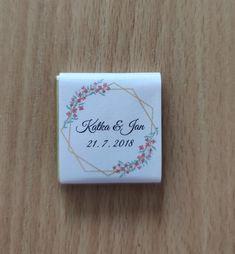 Vyber si ze 7 motivů obalů na svatební miničokoládky pro svatebčany, které si stáhneš zdarma. #svatba, #svatebni_tvoreni, #svatebni_inspirace, #darky_pro_svatebcany