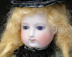 EARLY BARROIS TYPE FRENCH FASHION DOLL.