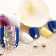 ネイル 画像 ネイルサロン Welina 船橋 1672346 黄色 青 白 くりぬき シェル マリン ホログラム ワンカラー 夏 デート 浴衣 海 ソフトジェル フット ミディアム