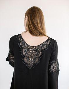 Robe Amber noir et dos en dentelle