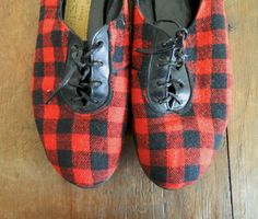 Red and Black Plaid Lace-up Shoes 7.5