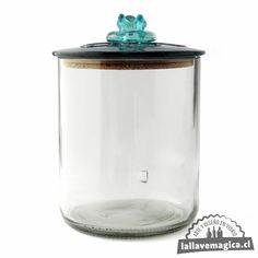 Haz de tu espacio un lugar que te haga feliz. Estos frascos son ideales para organizar y decorar. Hechos uno a uno con vidrio reciclado.🌱♻️🇨🇱 Consíguelo en en link de la Biografía. . . . . #mariekondo #arteenvidrio #ordenaryorganizar #deco #estilo Jar, Link, Home Decor, Happy, Recycled Glass, Glass Bottles, Jars, Glass Art, Facts