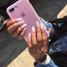 On average, the finger nails grow from 3 to millimeters per month. If it is difficult to change their growth rate, however, it is possible to cheat on their appearance and length through false nails. Are you one of those women… Continue Reading → Cute Nails, Pretty Nails, My Nails, Glitter Nails, Coffin Nails, Acrylic Nails, Acrylics, Accessoires Iphone, Luxury Nails