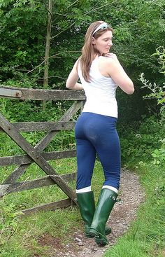 Females who wear Sexy Leggings Outfit, Boots And Leggings, Vaquera Sexy, Look Legging, Chica Punk, Wellies Rain Boots, Horse Girl Photography, Cute Girl Pic, Sexy Jeans