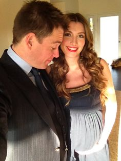 the gorgeous michael weatherly & his doctor wife, expecting their first baby & attending the oscars #NCIS