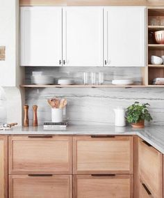 Awesome Small Kitchen Remodel Inspiration Ventilation aspect in kitchen design. Most of us sometimes ignore ventilation as part of the qualities of a good kitchen design. Warm Kitchen, Kitchen Corner, Kitchen Dining, Kitchen Wood, Kitchen Ideas, Corner Cupboard, Kitchen White, Corner Shelves, Diy Kitchen
