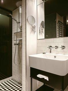 berlin 2011 - precious - glamorous - luxurious - vintage - en suite bedroom - tiles - black & white - hotel room - classic - bathroom - shower - sink - mirror - schwarz weiß - badezimmer - dusche - waschtisch - spiegel - kariert
