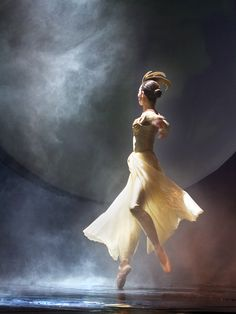 With the moon for your audience, who else do you need when you perform Moon Ballet?     - owningpink.com