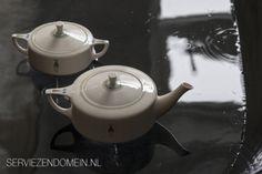 Tea set by Dutch designer Chris van der Hoef, model 1905; decoration 1926. Photo made for the webmagazine Serviezendomein.
