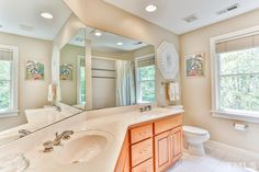 The combination of large windows, a lighter color pallette and mirrors fill 81402 Alexander's #MasterBath with brightness. #GovernorsClubRealty #GovernorsClub