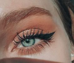 Skin Care Advice For Better Skin Now Skin Care Advice For Better Skin Now,Make Up blush smokey eye with cat eye winged eyeliner on green eyes Blush Makeup, Skin Makeup, Beauty Makeup, Makeup Tips, Makeup Ideas, Makeup Eyeshadow, Makeup Brush, Yellow Eyeshadow, Cat Eyeliner