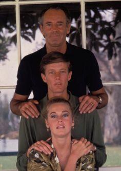 Henry Fonda with son Peter Fonda and daughter Jane Fonda. Jane Fonda, Henry Fonda, Hollywood Stars, Old Hollywood, Hollywood Icons, Peter Fonda Easy Rider, Lew Ayres, Lloyd Bridges, Showgirls
