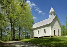 The Methodist Church in Cades Cove of Great Smoky Mountains National Park Glasgow Cathedral, Missionary Baptist Church, Gatlinburg Cabins, Smoky Mountain National Park, Cades Cove, Peaceful Places, Old Building, Great Smoky Mountains, Cabin Rentals