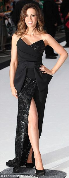 Kate Beckinsale in a beautiful Donna Karan gown