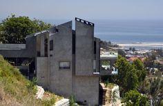 #LAhomes #GeneralContractor #CustomHomes #Landscape #Architecture #KavinConstruction #Cliffs #Castle