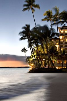 Take in a sunset just steps from your guestroom at this beachfront beauty. Halekulani (Honolulu, Hawaii) - Jetsetter