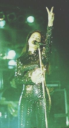 Selena Quintanilla she changed into this after the beads of the green outfit started coming off