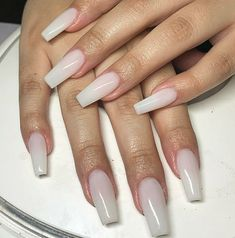 Semi-permanent varnish, false nails, patches: which manicure to choose? - My Nails Simple Acrylic Nails, Almond Acrylic Nails, Square Acrylic Nails, Best Acrylic Nails, Almond Nails, Acrylic Nail Designs, Milky Nails, American Nails, Fire Nails