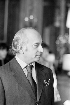 Zulfikar Ali Bhutto is invited to the Elysee Palace by French President Valery Giscard d'Estaing. Get premium, high resolution news photos at Getty Images Zulfikar Ali Bhutto, Pakistan Politics, Indus Valley Civilization, Karachi Pakistan, French President, Old Newspaper, Historical Pictures, Rare Photos, Obama