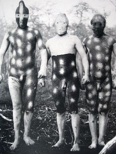 The Lost Tribes Of Tierra Del Fuego: Rare And Haunting Photos Of Selk'nam People Posing With Their Traditional Body-Painting. One of the last such ceremonies was performed in 1920 and recorded by the missionary, Martin Gusinde. Michel Leiris, Haunting Photos, People Poses, Art Premier, Totems, People Of The World, Tribal Art, World Cultures, Religion
