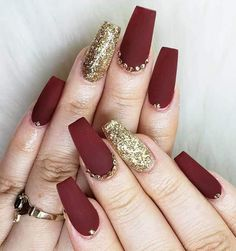 Nail Art Is One Of The Hot Trends In The , nail art ist einer der heißesten trends in der Nail Art Is One Of The Hot Trends In The , Flower nail art designs. For fall nail art designs. Red Acrylic Nails, Purple Nail Polish, Burgundy Nails, Purple Nails, Glitter Nails, Red And Gold Nails, Matte Maroon Nails, Matte Red, Orange Nails