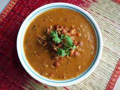 काला वटाना आमटी रेसिपी - Kala Vatana Amti (Recipe In Hindi) Mango Recipes, Veg Recipes, Indian Food Recipes, Salad Recipes, Ethnic Recipes, Chickpea Burger, Chickpea Curry, Kitchens, Eten