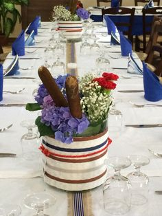 Centrotavola floreale con ortensie blu Allestimento party 18 anni tema nautico Flower blue and white party nauthic