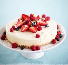 Sitruuna-valkosuklaamoussekakku | Meillä kotona No Bake Desserts, Tart, Sweet Tooth, Cheesecake, Food And Drink, Baking, Dessert Ideas, Food And Drinks, Food Food