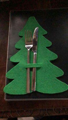Porta tovaglioli - - - Happy Christmas - Noel 2020 ideas-Happy New Year-Christmas Christmas Fabric, Noel Christmas, Simple Christmas, Christmas Ornaments, Christmas Material, Christmas Napkins, Christmas Projects, Holiday Crafts, Christmas Arts And Crafts