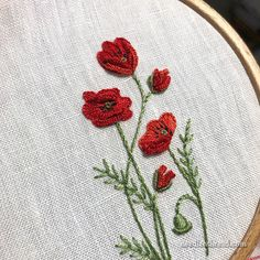 Bloomin' Poppies… & Other Addictive Embroidery - Modern Embroidery Stitches Tutorial, Flower Embroidery Designs, Silk Ribbon Embroidery, Hand Embroidery Patterns, Embroidery Kits, Embroidery Techniques, Beginner Embroidery, Geometric Embroidery, Paper Embroidery