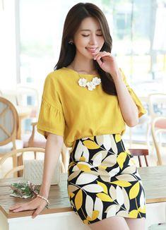 Korean Fashion – How to Dress up Korean Style – Designer Fashion Tips Korean Fashion Trends, Asian Fashion, Fashion Tips, Fashion Design, Korean Model, Business Outfits, Beautiful Asian Women, Korean Outfits, Blouse Designs