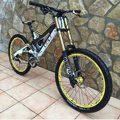 Nice Bike from @ollieballyn99 ✌️ . #MTB#downhill#bike#bicycle#cycling#follow#mtbporn#bikeporn#mtbpage#mtbworld#allmtb#followme#slopestyle##beahero#awesome#amazing#extreme#peoplewhodofunstuff#Mountainbike#mountainbiking#freeride#freestyle#dh#downhillbike