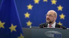 W przyjętej dzisiaj rezolucji europosłowie wyrażają zaniepokojenie paraliżem Trybunału Konstytucyjnego w Polsce i wzywają rząd, by w wyznaczonym przez Komisję Europejską trzymiesięcznym terminie zaangażował się wraz z wszystkimi partiami w Sejmie w poszukiwanie rozwiązania kryzysu, które będzie zgodne z opinią Komisji Weneckiej Rady Europy oraz zaleceniami Komisji Europejskiej. Rezolucja odnosi się też do innych spraw, które budzą zaniepokojenie jej autorów, w tym.....