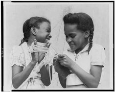 Sisters knitting! photo by Florence Ward, Harlem playground, between 1950 and 1970. Library of Congress.