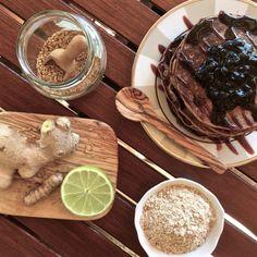 tigernut pancakes / pannenkoeken met meel van tijgernoten (=chuffa's = aardamandelen),  die oa op chufanederland.nl) te verkrijgen zijn. Die zijn AIP, kunnen dus ander meel vervangen)
