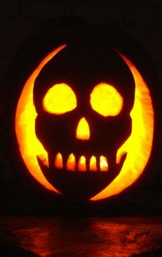 ☆ Skull Pumpkin Carving ☆ Halloween AND Day of the Dead :) Skull Pumpkin, Spooky Pumpkin, Pumpkin Art, Halloween Pumpkins, Fall Halloween, Halloween Crafts, Holiday Crafts, Holiday Fun, Halloween Decorations