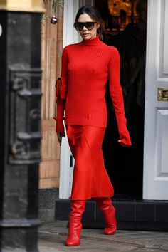 Victoria Beckham // Hot As Red Red Fashion, Star Fashion, Autumn Fashion, Fashion Outfits, Spice Girls, Turtleneck Style, Victoria Beckham Style, Red Skirts, Lady In Red