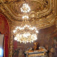 """""""Foyer de l'Opera Comique. #operacomique #opera #comique #theatre #musique #paris #culture #patrimoine #lustre"""""""
