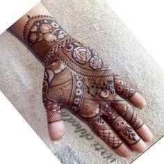 This is amazing Mehndi Designs Book, Modern Mehndi Designs, Dulhan Mehndi Designs, Wedding Mehndi Designs, Mehndi Design Pictures, Mehndi Patterns, Latest Mehndi Designs, Mehndi Designs For Hands, Henna Tattoo Designs