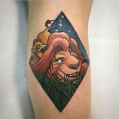 Цветная Татуировка, Татуировки На Ногах, Вдохновение По Поводу Татуировок, Плакаты С Фильмами, Красочные Татуировки, Крутые Татуировки, Татуировки В Диснеевском Стиле, Минималистские Татуировки