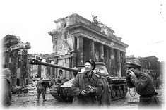 quadriga brandenburg gate wwii - Google Search