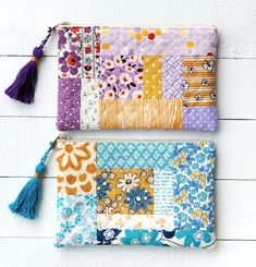 Make a Quilted Tassel Pouch with Retro Mama – Clover Needlecraft Quilted Purse Patterns, Patchwork Bags, Quilted Bag, Sewing Patterns, Patchwork Ideas, Tatting Patterns, Patchwork Tutorial, Quilted Gifts, Fabric Crafts