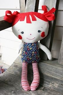 Love the hair and the fabric combo. Dolls and Daydreams free pattern