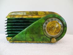 Vintage 1940s Farnsworth Bullet Art Deco Swirled Catalin Colors Bakelite Radio