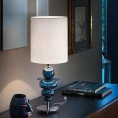 Le lampade da tavolo, aggiungono un delicato accento luminoso, limitato ad un'area molto circoscritta della stanza, ma di sicuro effetto. Una soluzione per sconfiggere la monotonia di una luce piatta. Questo modello di lampada da tavolo in vetro soffiato, è in vendita presso Fanluce alle porte di Fano. Table Lamp, Lighting, Home Decor, Table Lamps, Decoration Home, Room Decor, Lights, Home Interior Design, Lightning