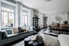 Un design particulier pour un appartement Living Room Interior, Living Rooms, Scandinavian Interior, Interior Decorating, Sweet Home, Design Inspiration, Cottage, Couch, Furniture